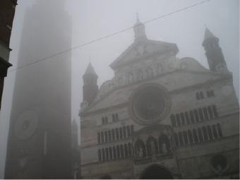 懐かしの霧に包まれるクレモナの街