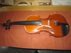 いろんな思い出が詰まった大学時代のバイオリン。しっかり調整して今でも現役。