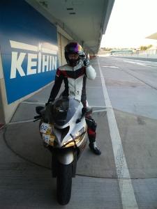 鈴鹿サーキットピットロードにて。ホームストレートでは時速250キロに達します。