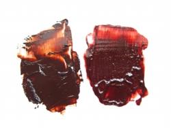 2つ共ブラウン・マダーという色で売られていますが、メーカーが違います。