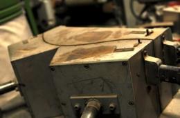 横板を曲げるプレス機