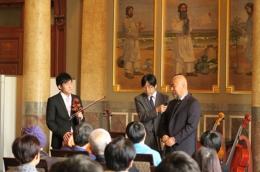 出展楽器の弾き比べ会は今年も企画しています。 司会は朝日放送の堀江政生アナウンサー