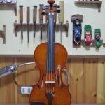 楽器全体が無理なく自然に響くように工夫して作ることで、メロディーに馴染む音色を実現。 弾き易さと演奏することの喜びを目指しています。