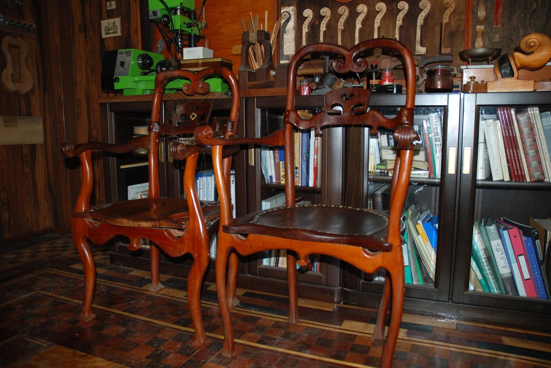 バイオリニストの椅子