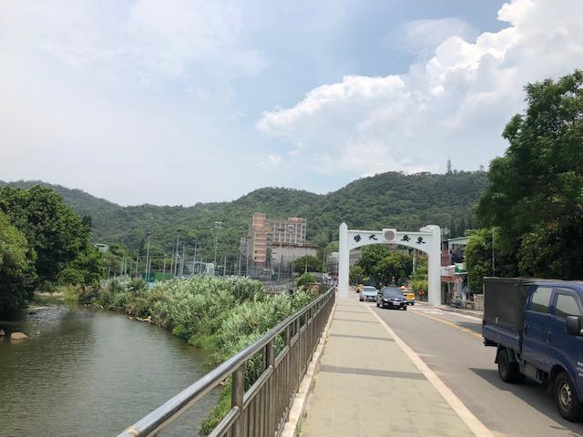 東呉大学の正門
